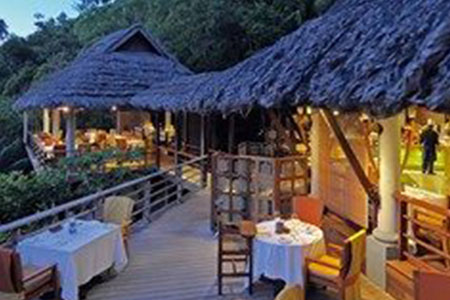 Luxury Honeymoon in Seychelles in constance lemuria Resort